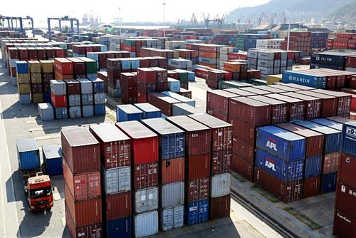 Container tại một cảng biển ở Giang Tô (Trung Quốc). Ảnh: Reuters.