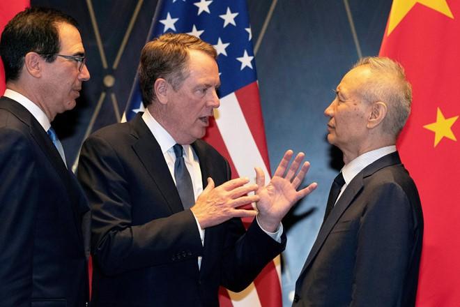 Đại diện Thương mại Mỹ Robert Lighthizer (giữa), Bộ trưởng Tài chính Mỹ Steven Mnuchin (trái) cùng Phó thủ tướng Trung Quốc Lưu Hạc tại Thượng Hải ngày 31/7. Ảnh: Reuters.