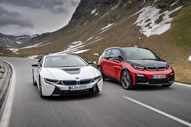 i8 (trắng) và i3. Ảnh: BMW.