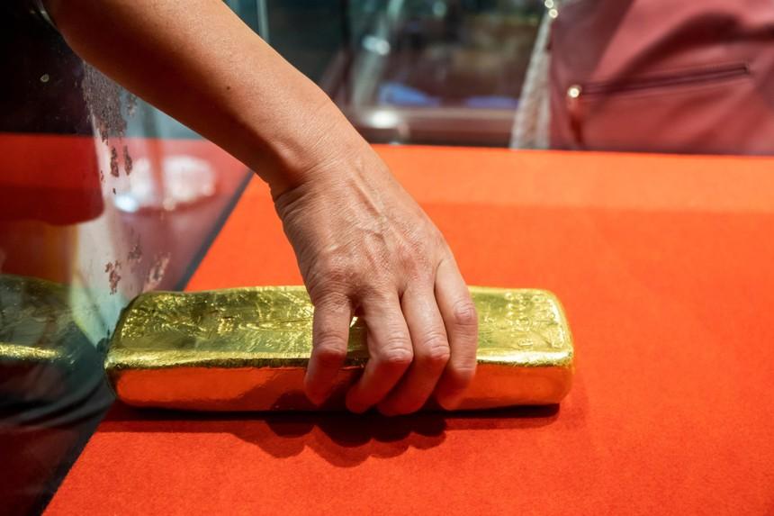 Giá vàng hôm nay ngày 5/4: Giá vàng trong nước đột ngột lao dốc