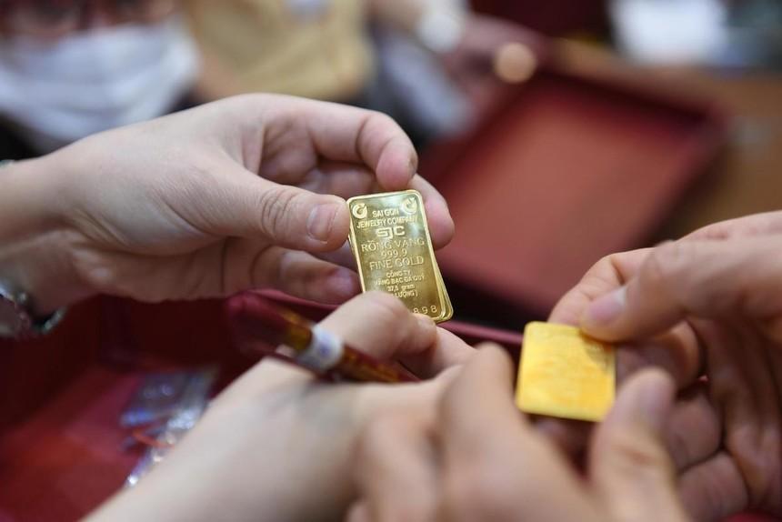 Giá vàng hôm nay ngày 7/4: Giá vàng tăng thêm 100.000 đồng/lượng, chênh lệch với giá vàng thế giới vẫn hơn 6 triệu đồng/lượng