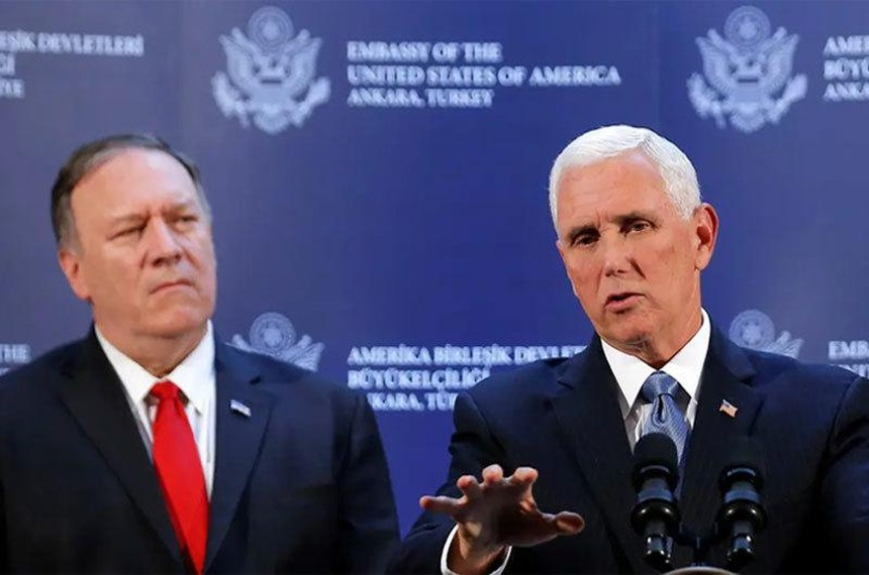 Cựu Phó Tổng thống Mỹ Mike Pence (phải) và cựu Ngoại trưởng Mike Pompeo tại một cuộc họp báo tháng 10/2019. Ảnh: Reuters.