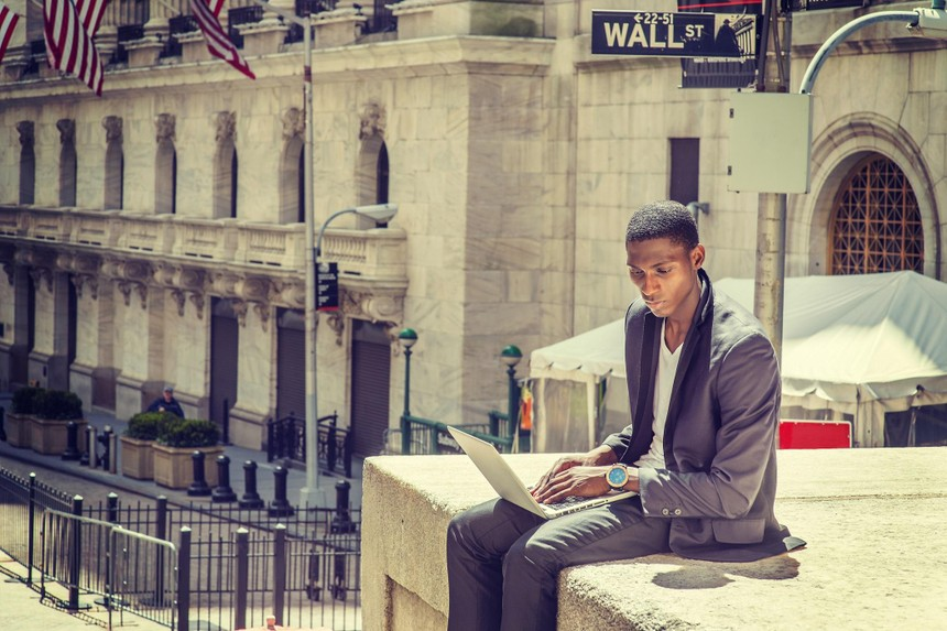 """Thị trường tài chính 24h: """"Nóng"""" đề xuất nâng biên độ giá lên 10% trên HOSE"""