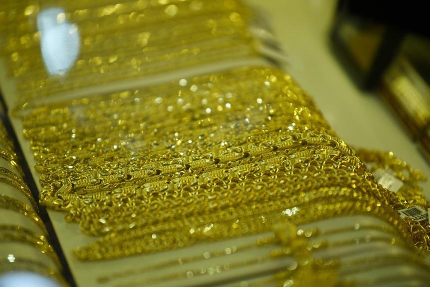 Giá vàng hôm nay ngày 23/9: Giá vàng trong nước ngược dòng thế giới