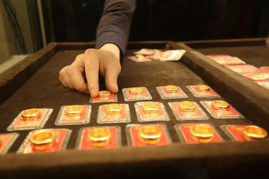 Giá vàng hôm nay ngày 2/10: Giá vàng giữ đà tăng