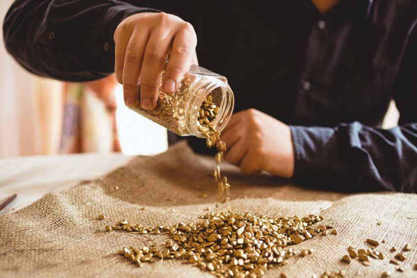 Giá vàng hôm nay ngày 12/10: Giá vàng nới đà tăng