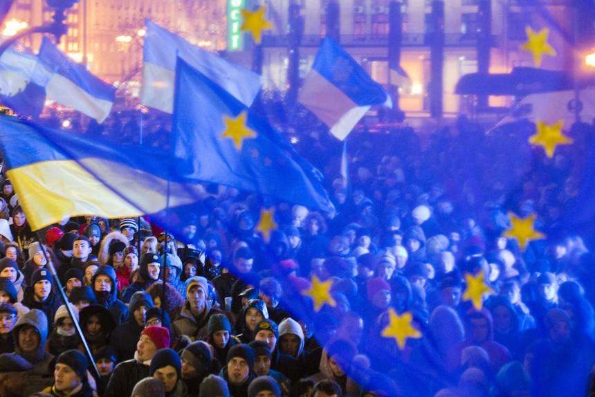 Ukraine nhận được gói cứu trợ 1,8 tỷ euro từ EU