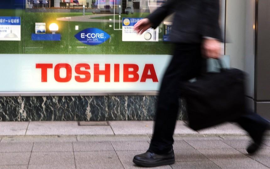 Hậu scandal gian lận tài chính, Toshiba phải bán một phần cho Canon