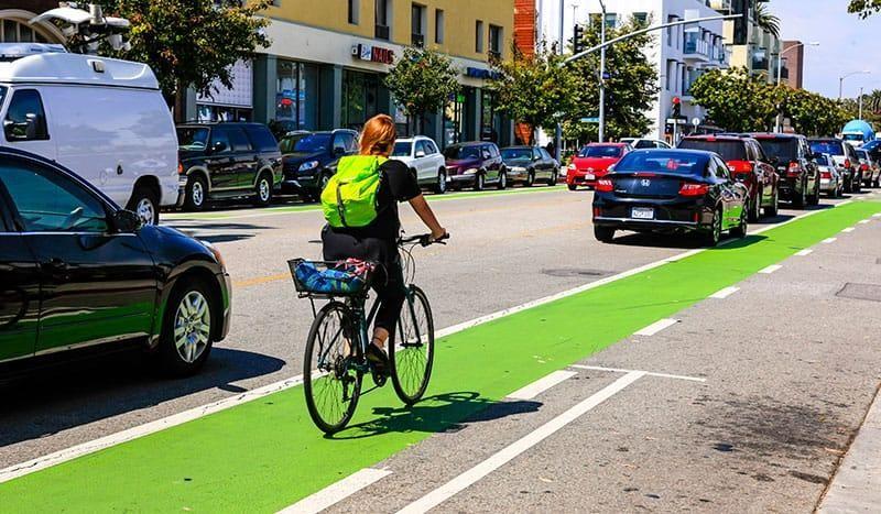 Phần lớn nhất của nguồn tài trợ xanh là dành cho giao thông như trợ cấp xe điện và cơ sở hạ tầng dành cho xe đạp.