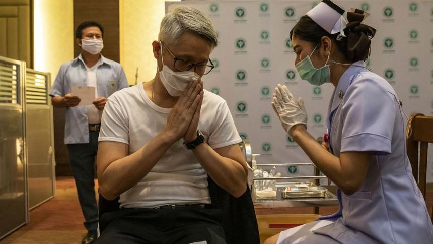 Thái Lan đã trở thành quốc gia châu Á đầu tiên ngừng sử dụng vắc xin Oxford-AstraZeneca