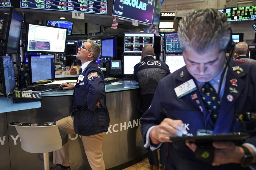 Giao dịch chứng khoán khối ngoại ngày 23/10: Vẫn bán ròng hàng trăm tỷ đồng trong phiên tăng vọt