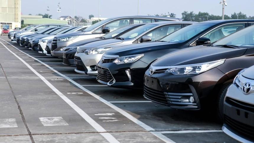 Doanh số bán ô tô toàn thị trường bùng nổ, nhập khẩu tăng đột biến