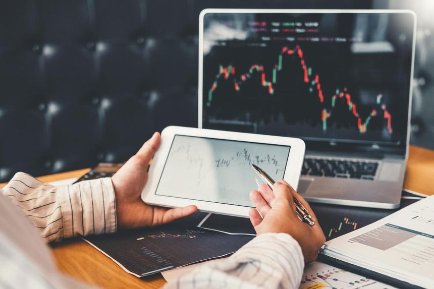 Giao dịch chứng khoán phiên sáng 6/7: Lực bán chực chờ, VN-Index không thể trở lại ngưỡng 1.420 điểm
