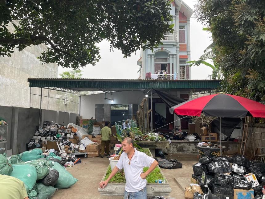 Thêm một kho hàng tiêu dùng nhập lậu và giả mạo nhãn hiệu bị lật tẩy tại Ba Vì, Hà Nội