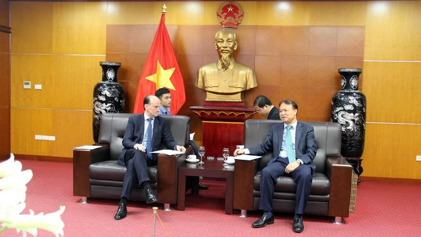 Thứ trưởng Bộ Công Thương Đỗ Thắng Hải làm việc với Đại sứ Argentina tại Việt Nam, ông Luis Pablo Maria Beltramino.