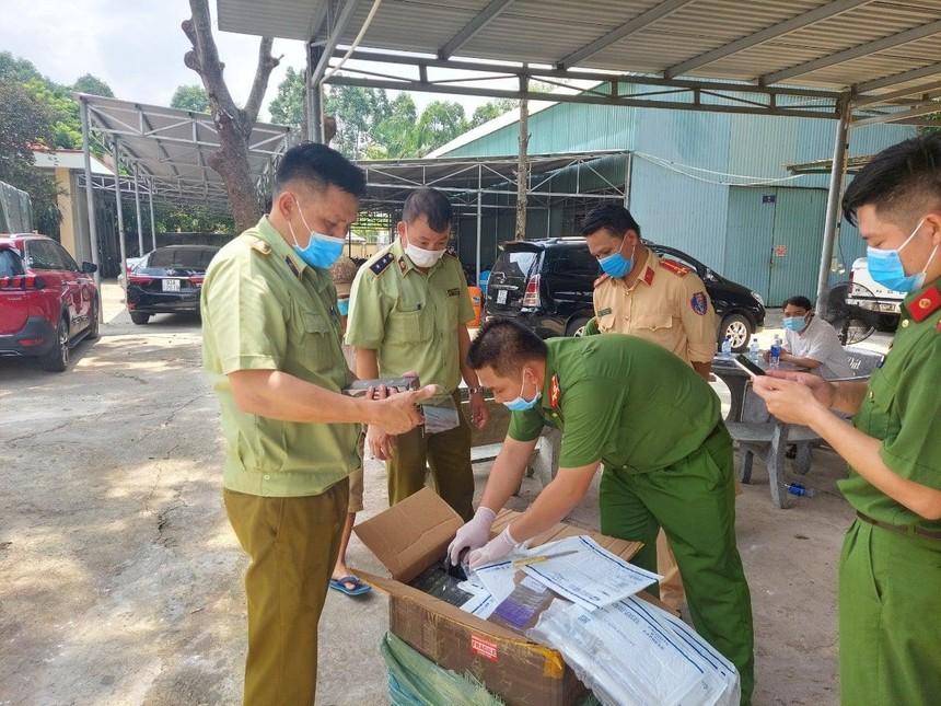Bắt giữ hơn 7.500 điện thoại Iphone, Samsung có dấu hiệu nhập lậu tại Bình Phước
