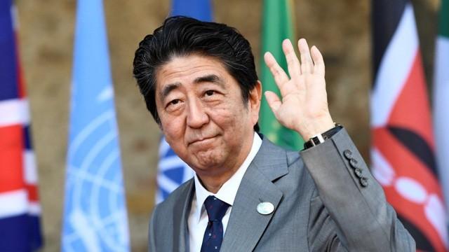 Ông Shinzo Abe chính thức tái đắc cử Thủ tướng Nhật Bản ngày 1/11 sau khi đảng của ông giành chiến thắng tuyệt đối tại cuộc bầu cử Hạ viện tháng trước và ông dự kiến sẽ tại vị cho đến năm 2021.