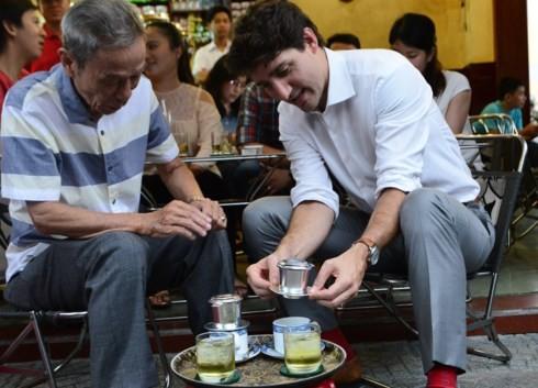Khoảnh khắc đời thường của các nhà lãnh đạo APEC trên đất nước Việt Nam thanh bình