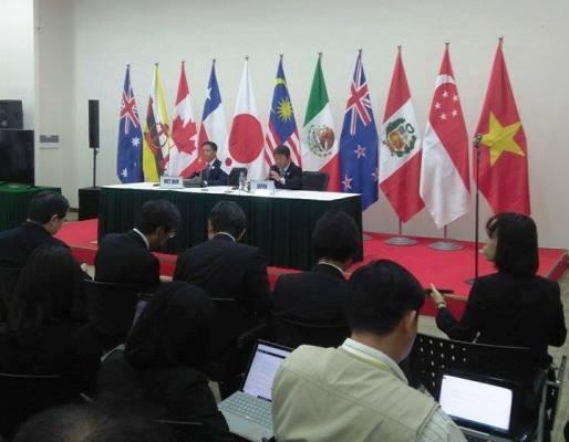 Bộ trưởng Bộ Công thương Việt Nam Trần Tuấn Anh và Bộ trưởng Kinh tế Nhật Toshimitsu Motegi chủ trì họp báo