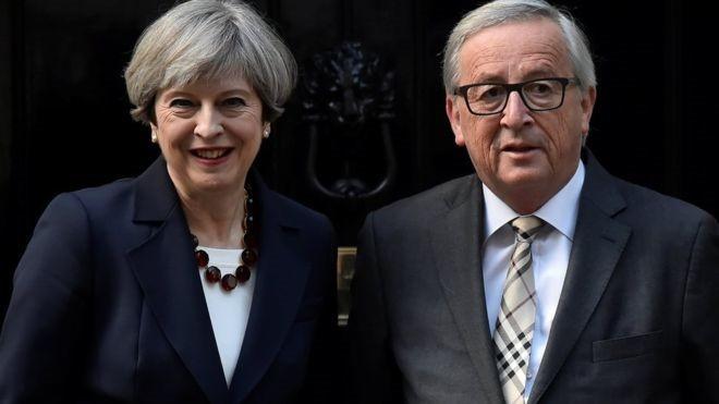 Bà May sẽ gặp ông Jean-Claude Juncker ở Brussels vào trưa 4/12 trong buổi làm việc quan trọng của tiến trình Brexit. Ảnh: Reuters.