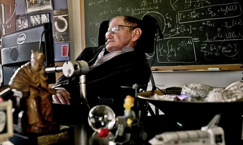 Giáo sư Stephen Hawking qua đời sau nhiều năm sống chung với căn bệnh teo cơ. Ảnh: AP