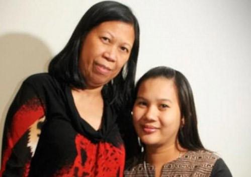 Adelaide (bên phải) bị buộc tội giết mẹ chồng, bà Myrna (bên trái).