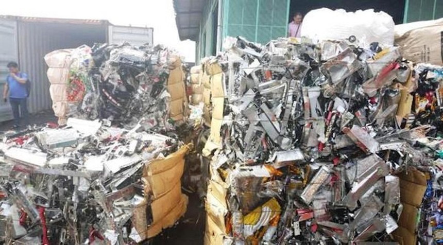 Lô hàng phế liệu điện tử cấm nhập khẩu được đưa từ nước ngoài về Việt Nam.