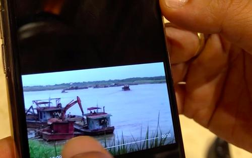 Video khai thác cát trái phép tại huyện Phúc Thọ được Chủ tịch Hà Nội chia sẻ với phóng viên. Ảnh: TP.