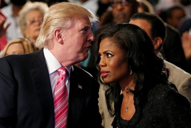 Tổng thống Mỹ Donald Trump và cựu trợ lý Nhà Trắng Omarosa Manigault Newman (Ảnh: Reuters).