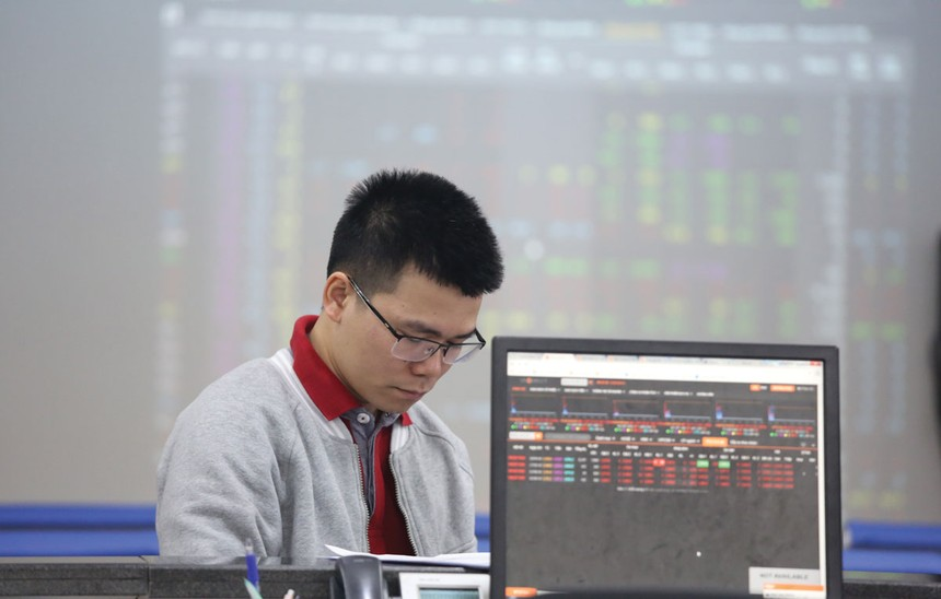 Thị trường chứng khoán lỗi hẹn sản phẩm mới, vì đâu?