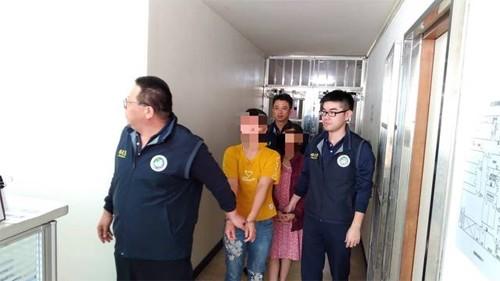 Một số người trong 152 khách đã bị tạm giữ điều tra. Ảnh: Apple Daily.