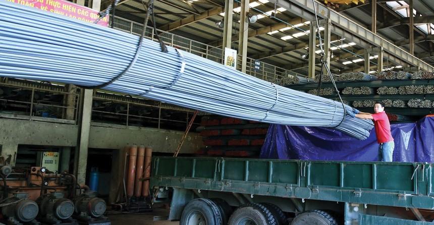 Sản xuất thép trong nước vẫn phụ thuộc nhiều vào nguồn nguyên liệu nhập khẩu.