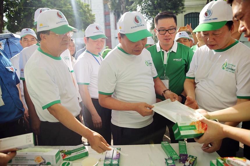 Thủ tướng chính phủ cùng đoàn Đại biểu thăm quan gian hàng AnEco.