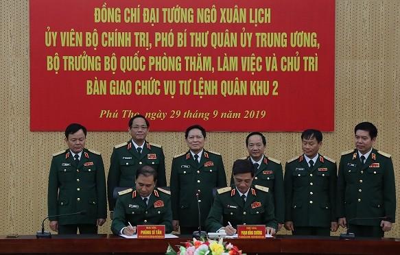 Lễ ký biên bản bàn giao chức vụ Tư lệnh Quân khu 2.