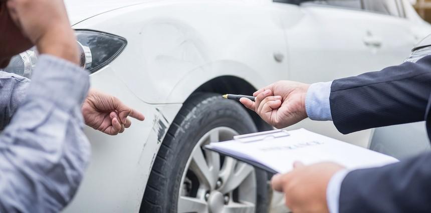 Việc thu thập hồ sơ, chứng từ bồi thường bảo hiểm hiện đang được đẩy sang phía khách hàng.