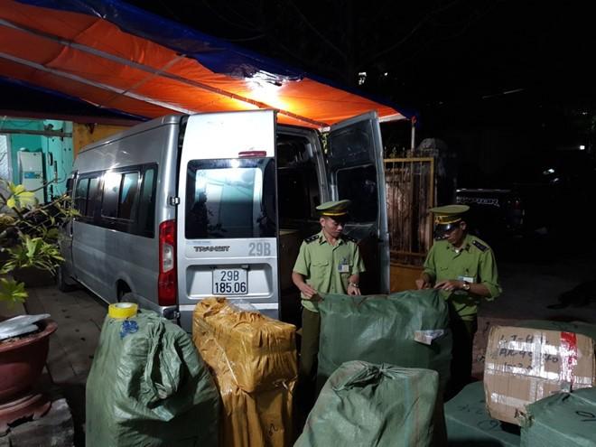 Quản lý thị trường Lạng Sơn thu giữ hàng trăm túi xách giả Louis Vuitton, Hermes.
