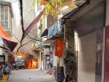 Hà Nội: Nổ bình gas gây cháy lớn tại ngõ Bùi Ngọc Dương