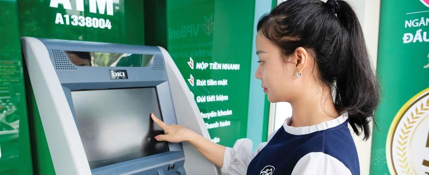 Khách hàng có cơ hội nhận thưởng lên tới 50 triệu đồng tiền mặt khi gửi tiết kiệm online tại VPBank.