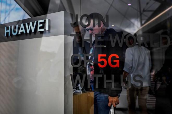 Các thành phần smartphone và thiết bị mạng của Huawei đã không còn dấu hiệu của nhà cung cấp Mỹ. Ảnh: AFP