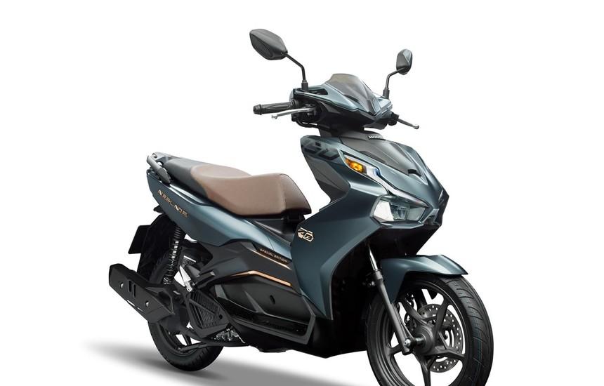 Mẫu xe Honda Airblade 2020 phiên bản màu xanh xám đen quyến rũ. (Nguồn ảnh: Honda)
