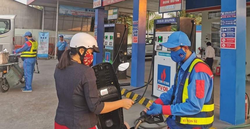 Giá xăng có thể sẽ được điều chỉnh theo hướng giảm nhẹ vào kỳ điều chỉnh hôm nay (16/12). Ảnh: M.Q.