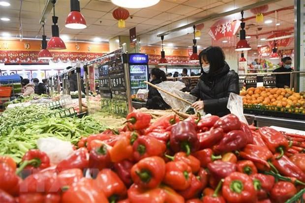 Người dân mua sắm tại một siêu thị ở Trùng Khánh, Trung Quốc ngày 5/2/2020. (Nguồn: THX/TTXVN).