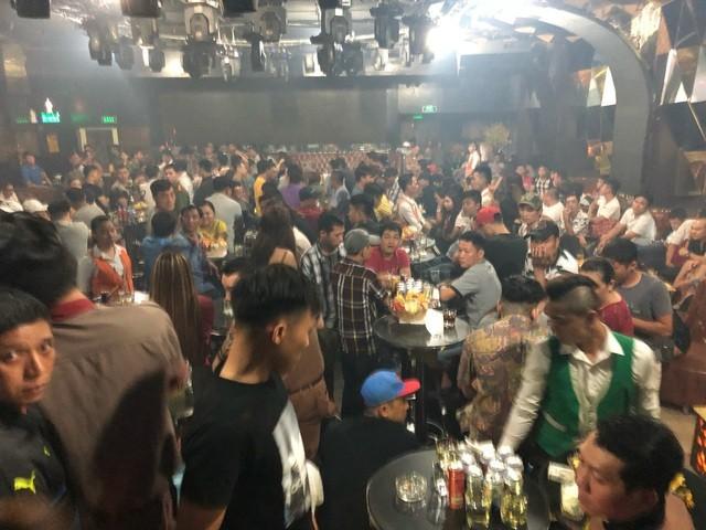 Quận 1 sẽ tạm ngưng hoạt động các quán bar, karaoke, vũ trường... từ 18h chiều 14/3 (ảnh minh họa: Đình Thảo) .