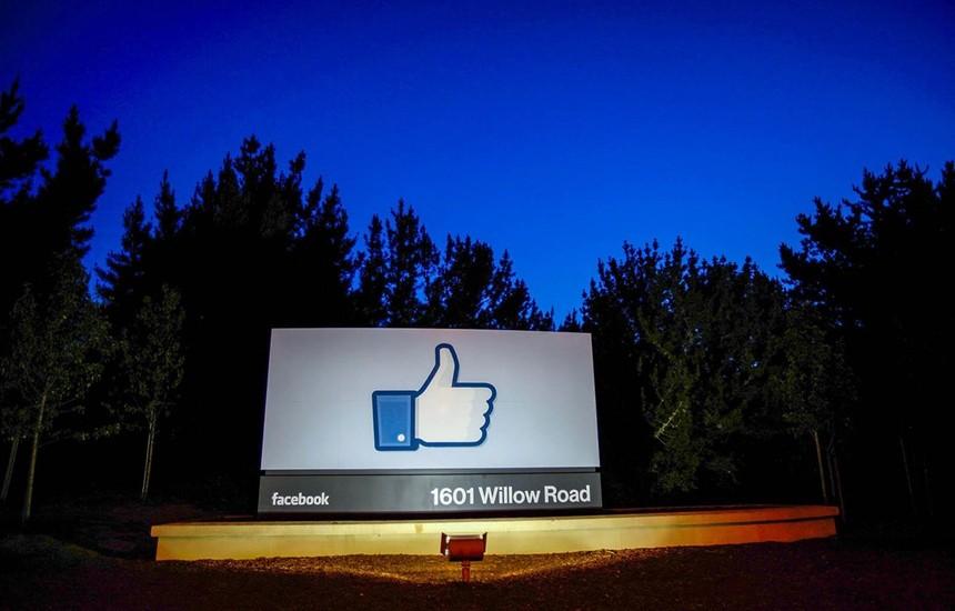 Biểu tượng nút like ở trụ sở Facebook, Menlo Park, California, Mỹ. (Nguồn: Getty Images).