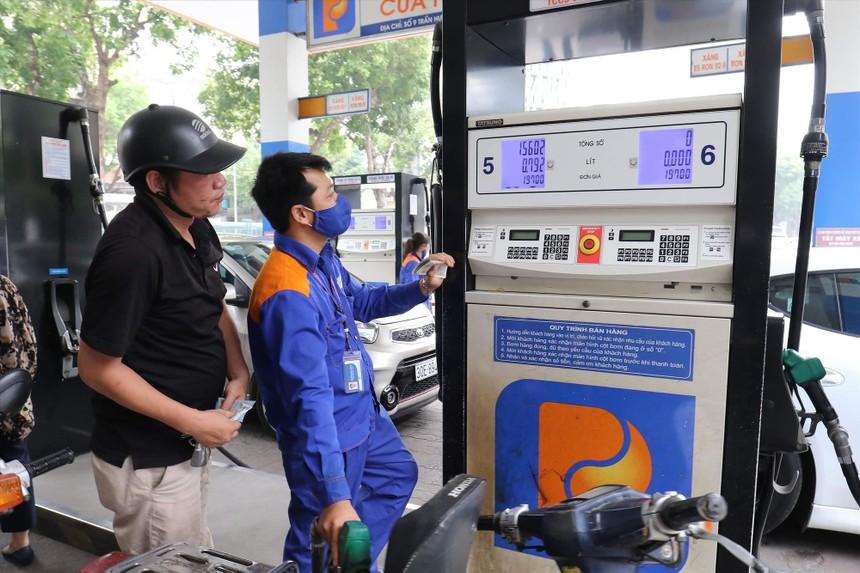 Giá xăng, dầu tiếp tục giảm