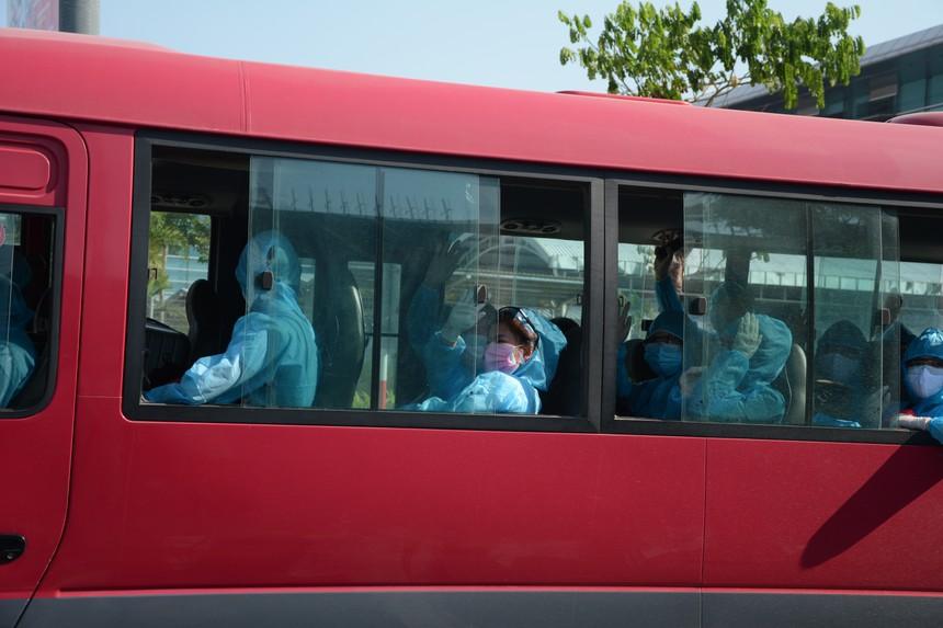 Hơn 200 công dân Việt Nam từ Đức và Tây Ban Nha được đưa về Đà Nẵng.