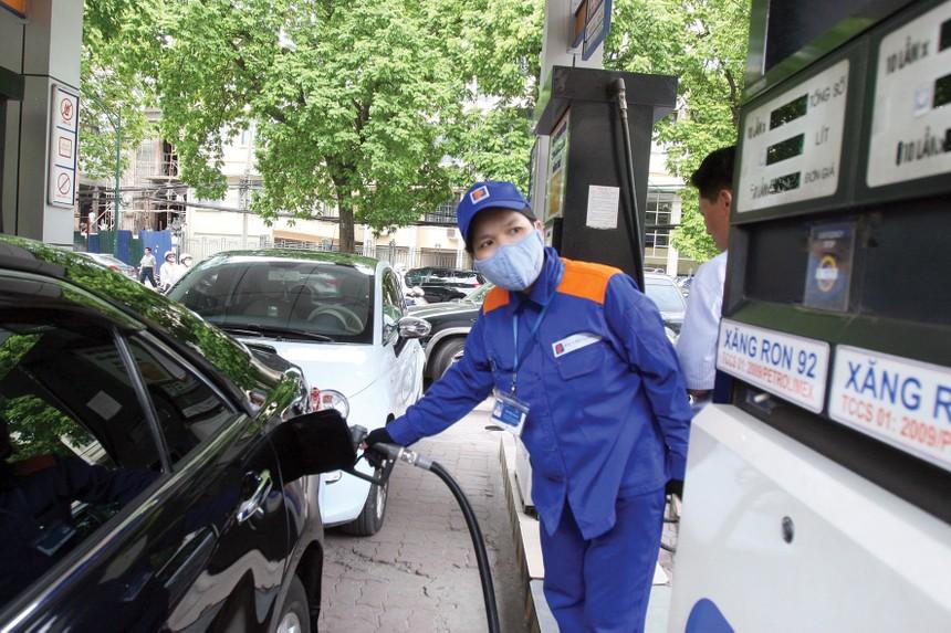 Không tán thành đề xuất ngừng nhập xăng dầu