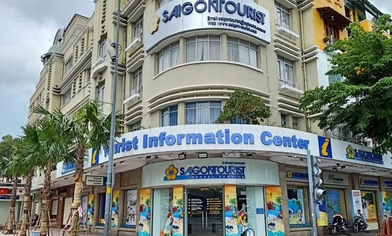 Ủy ban Kiểm tra Thành ủy TPHCM thi hành kỷ luật bằng hình thức cảnh cáo đối với ông Trần Hùng Việt, nguyên Phó Bí thư Đảng ủy, nguyên Tổng Giám đốc Saigontourist và phê bình 5 đảng viên khác của đơn vị này.