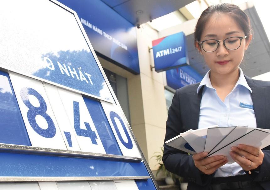 Các ngân hàng nhỏ thường phải trả lãi suất cao hơn các ngân hàng lớn để tăng khả năng huy động vốn.