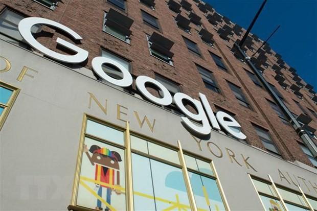 Biểu tượng của Google tại một tòa nhà ở New York, Mỹ. (Ảnh: AFP/TTXVN).